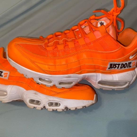neon orange air max 95